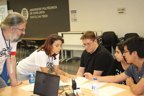 Los universitarios de la PUCP Luis Carranza y Valeria Urbina, junto al alumno italiano Alessandro Shevera, han sido seleccionados como finalistas en el concurso DigiEduHack de las Naciones Unidas.