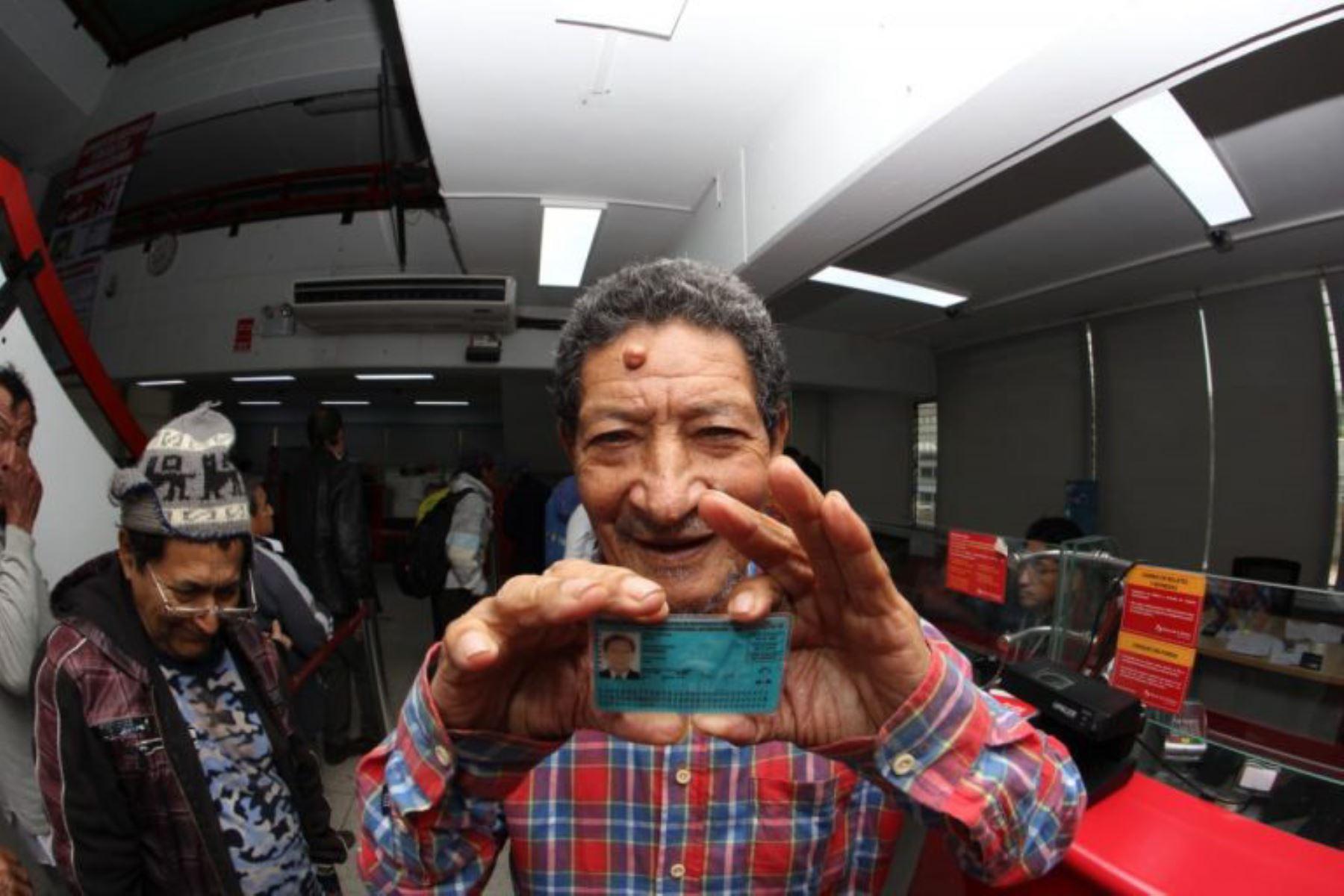 Cajamarca, Cusco, Piura y Áncash son los departamentos donde más adultos mayores tramitaron, por primera vez, su DNI.