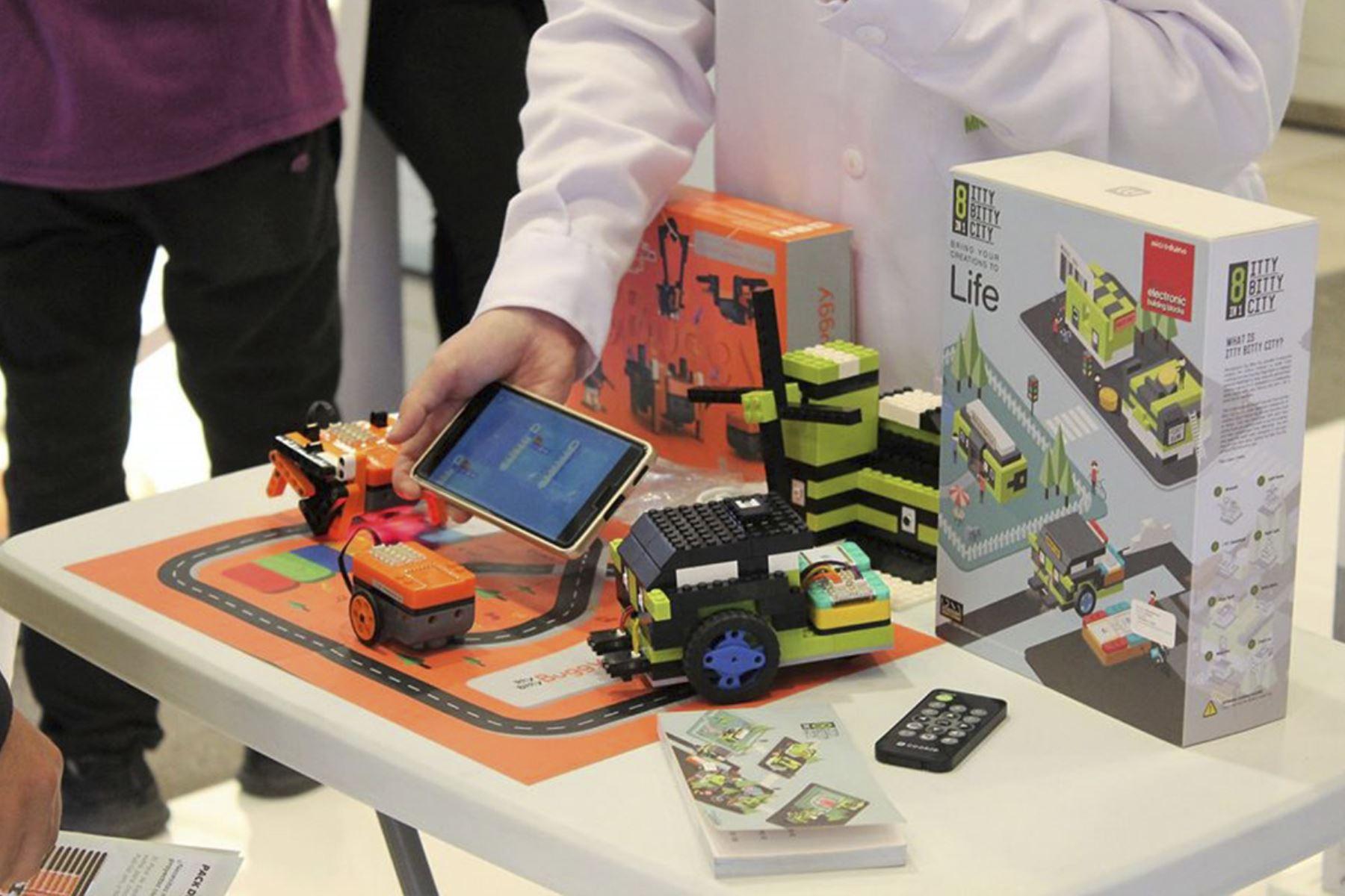 La educación con los kits tecnológicos Microduino se basa en el modelo educativo STEM. Foto: Facebook Microduino Perú.