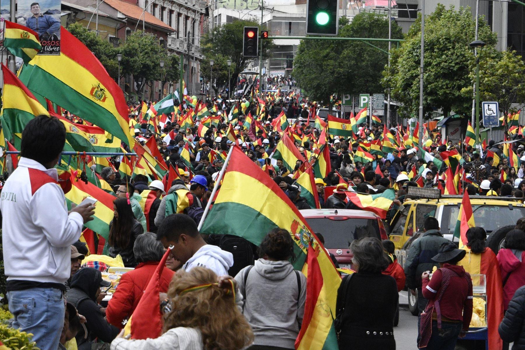 Morales anunció su renuncia el domingo, cediendo en las siguientes tres semanas de protestas a veces violentas por su disputada reelección después del ejército y la policía.  Foto: AFP