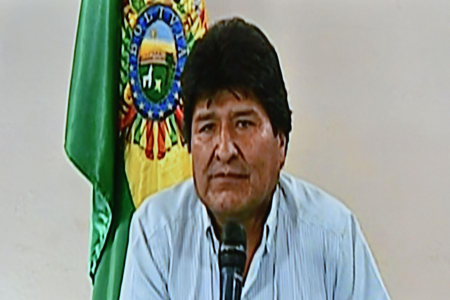 Captura tomada de un video entregado por Bolivia TV que muestra al presidente boliviano Evo Morales anunciando su renuncia en un discurso televisado desde Cochabamba, Bolivia. Foto: AFP