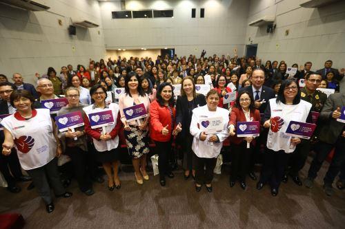 """Campaña """"Violencia disfrazada de amor"""" en el día mundial de la lucha contra la violencia de la  mujer"""