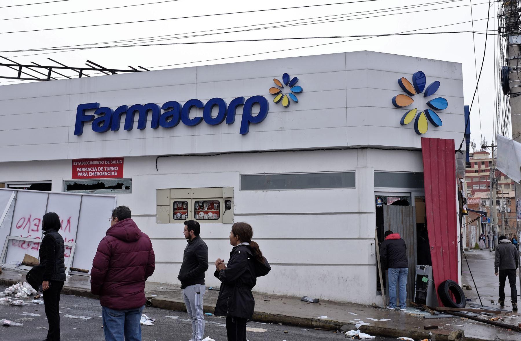 Farmacia saqueada en La Paz durante las protestas después de la renuncia  del expresidente de Bolivia Evo Morales. Foto: AFP
