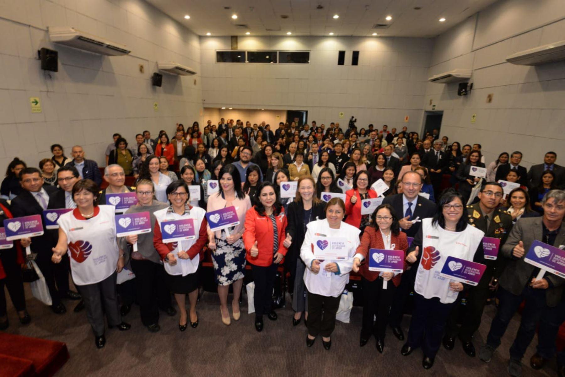 """Lanzan campaña """"Violencia disfrazada de amor"""". Foto; ANDINA/Difusión"""