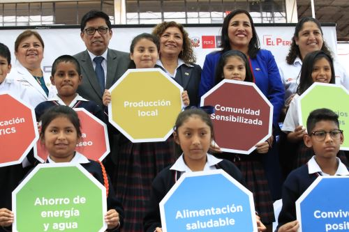"""Presentación de estrategia """"Escuelas de Vida"""" en colegio Fe y Alegría"""