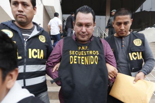 Félix Moreno es trasladado de la sede de la Dirincri