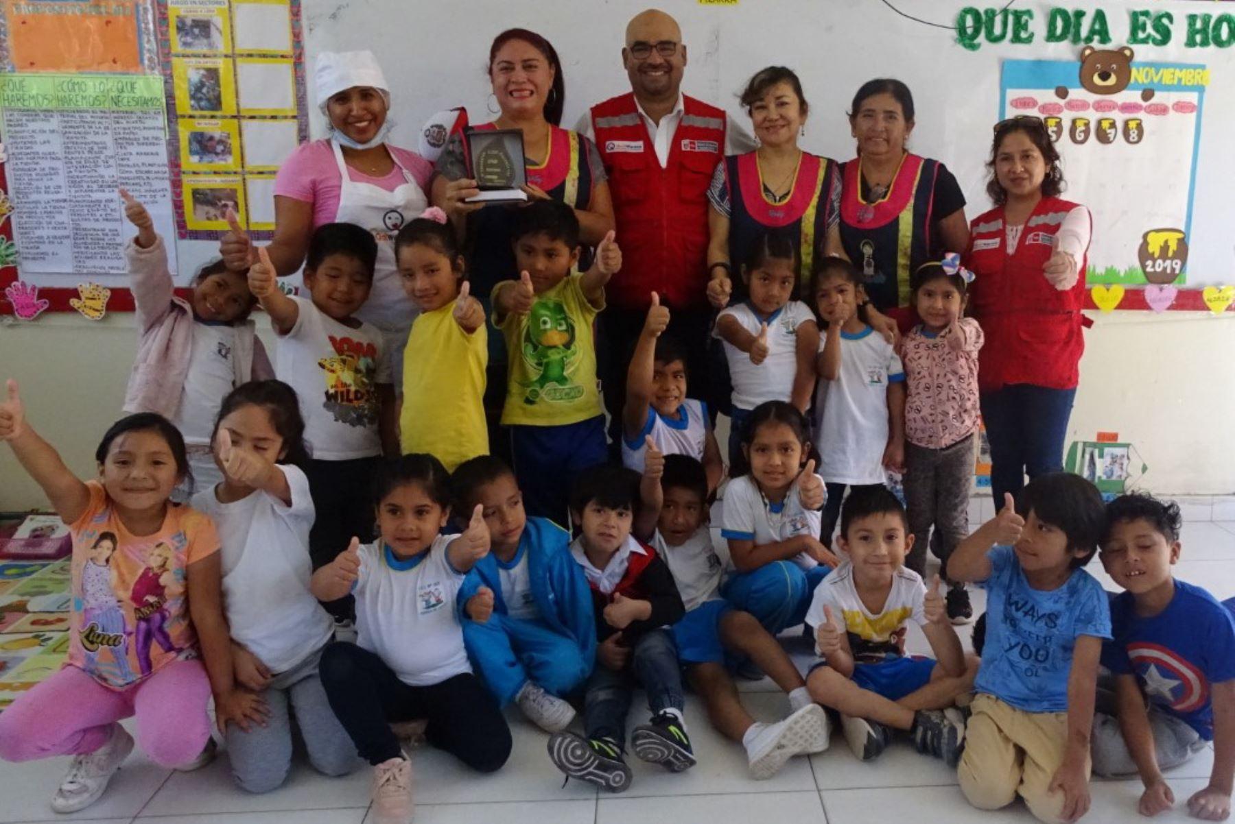 Qali Warma reconoce a colegio de Chiclayo por buenas prácticas en gestión alimentaria - Agencia Andina