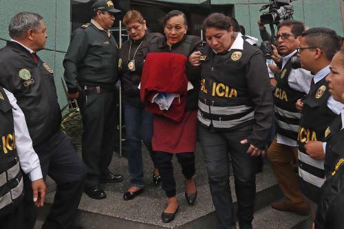 Pilar López y Araceli Oropeza, madre y hermana de Gerald Oropeza, son trasladadas de la sede de Requisitorias