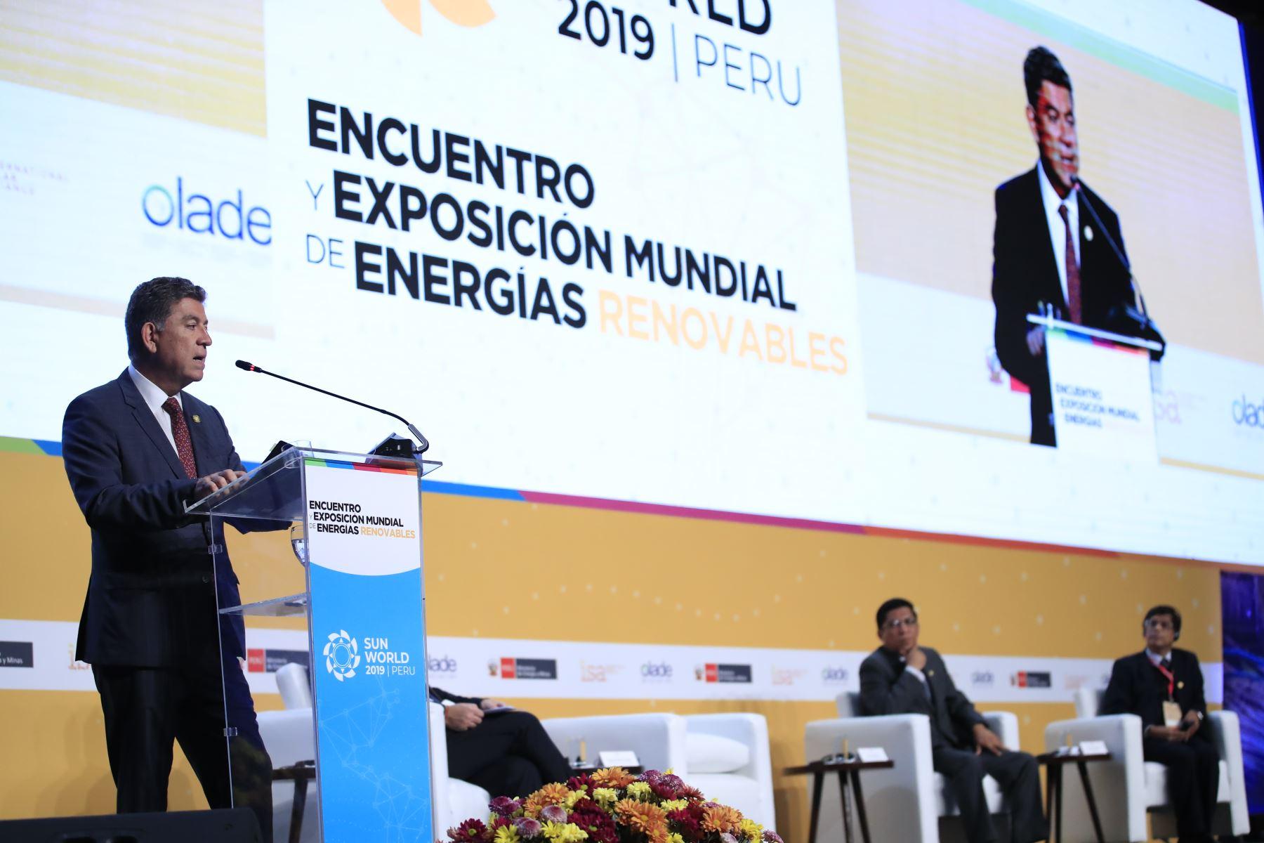 Exposición del Canciller Gustavo Meza-Cuadra durante el Encuentro y Exposición Mundial de Energías Renovables Sun World 2019 en el Centro de Convenciones de Lima.        Foto: Andina/Juan Carlos Guzmán Negrini