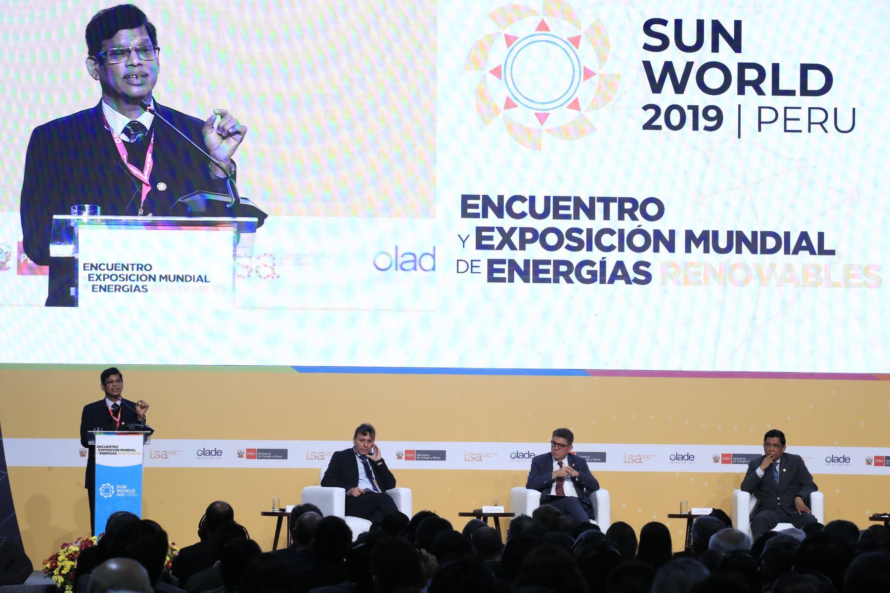Exposición del Director General de ISA, Upendra Tripathy durante el Encuentro y Exposición Mundial de Energías Renovables Sun World 2019 en el Centro de Convenciones de Lima.        Foto: Andina/Juan Carlos Guzmán Negrini