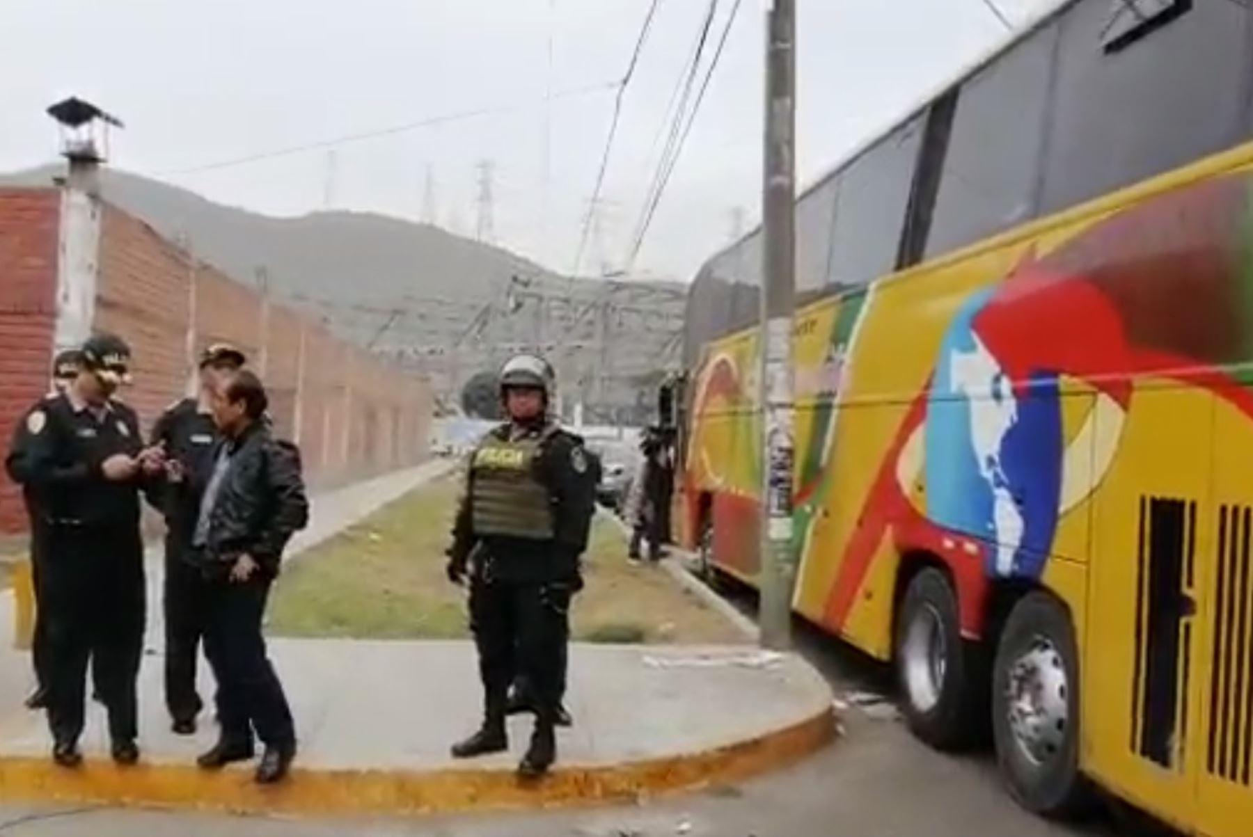 Los Olivos: intervienen bus interprovincial con 50 extranjeros ilegales. Foto: ANDINA/capturaTV.