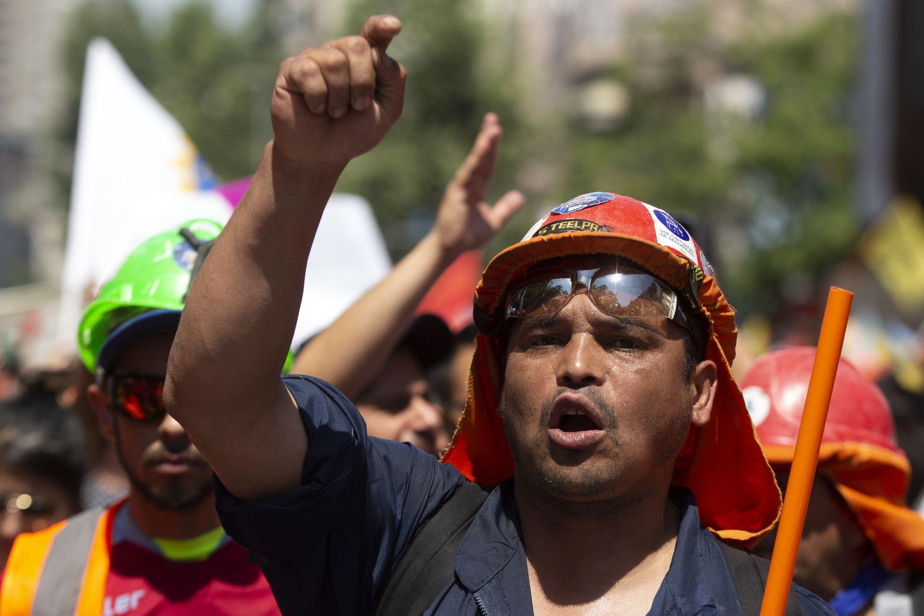 Los mineros se manifiestan contra el gobierno del presidente chileno Sebastián Piñera en Santiago de Chile. Foto: AFP