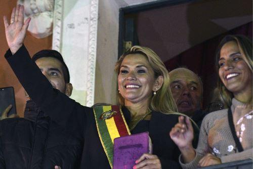 Jeanine Áñez asume la Presidencia provisional de Bolivia