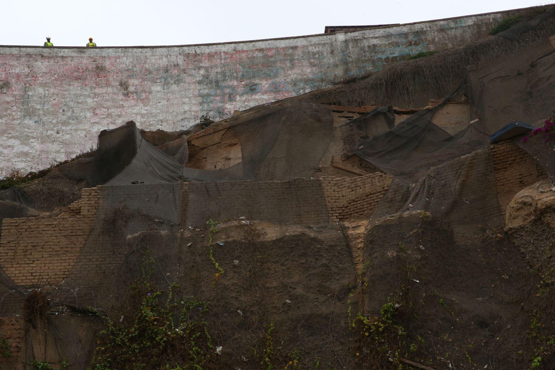 El mantenimiento de geomallas y desquinche se realiza en más de 70 puntos de la Costa Verde. Foto: ANDINA/Melina Mejía