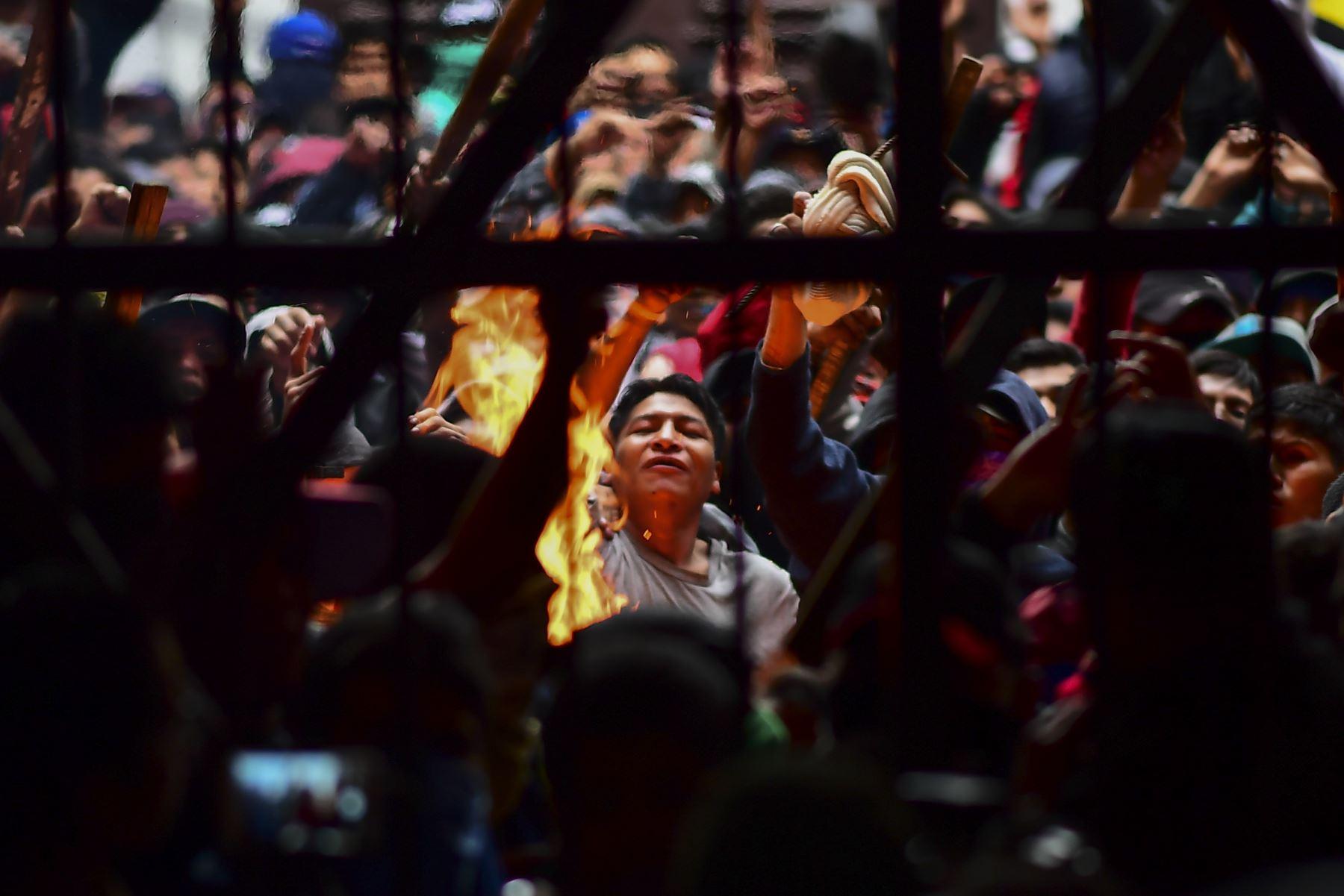 Motín en la cárcel de San Pedro que exige la renuncia del director de prisiones Ernesto Vergara en La Paz. Foto: AFP