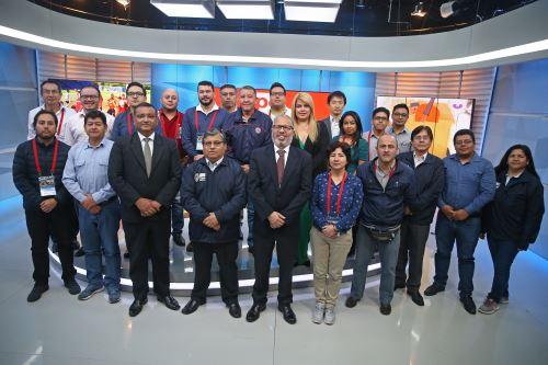 Profesionales de 8 países del centro y sur de América visitan instalaciones de TV Perú