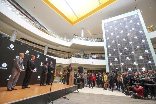 Inauguración del centro comercial Puruchuco