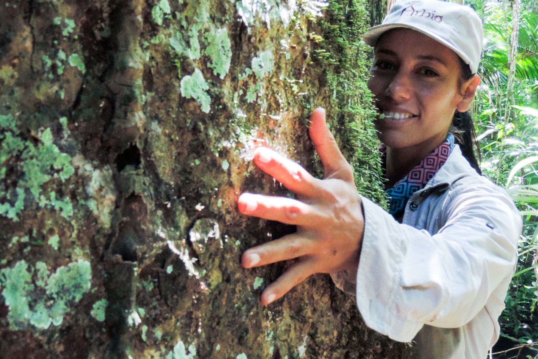 La peruana Tatiana Espinosa, directora ejecutiva de la Asociación para la Resiliencia para el Bosque Amazónico (Arbio), recibió el premio Jane Goodall en Nepal.