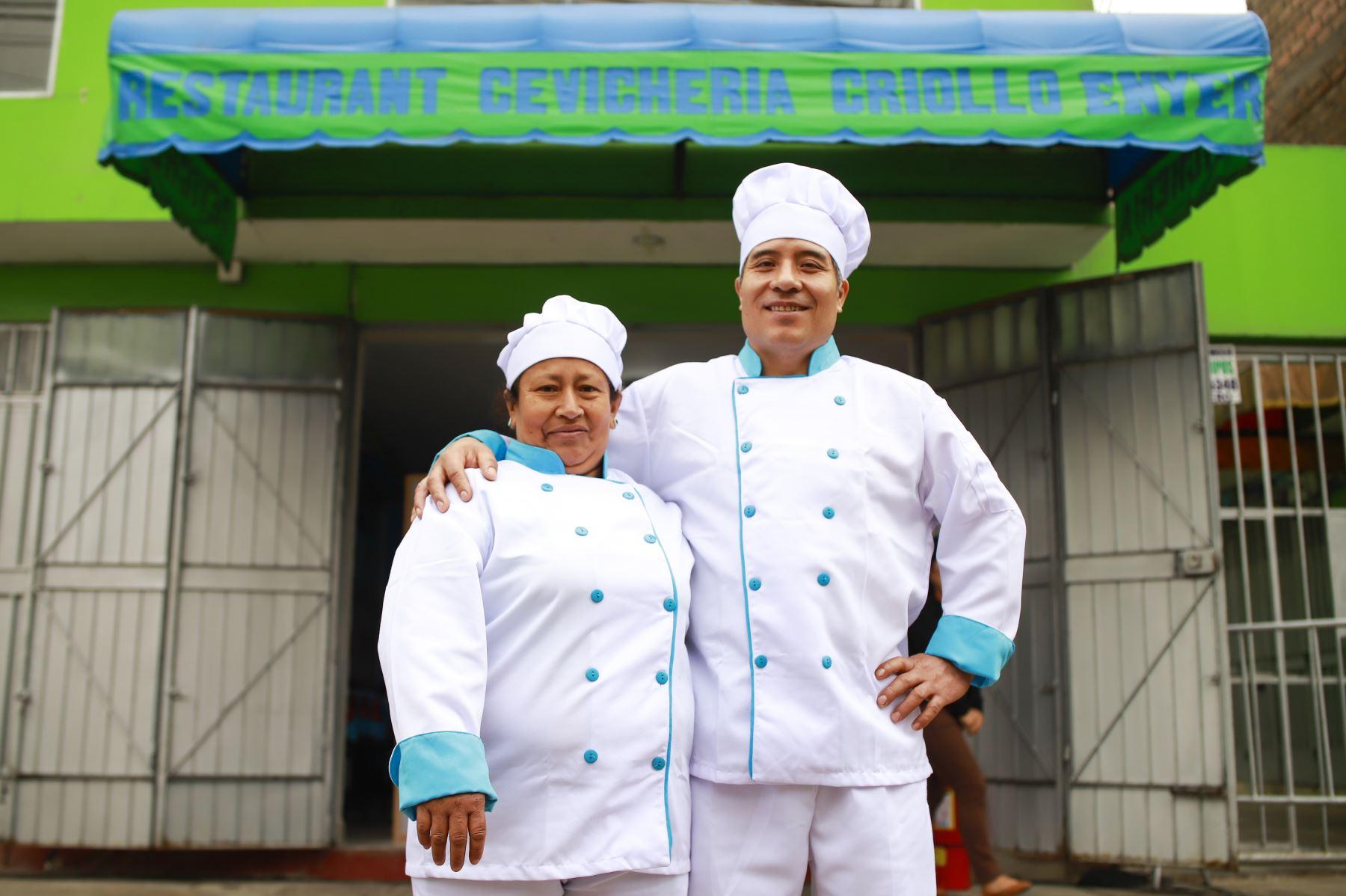 Amador Robles y Ernestina Santos son los beneficiarios 900 mil de la masificación del Gas Natural en Lima y Callao, que ahora acceden a un combustible económico, seguro y amigable con el ambiente. Foto: ANDINA/ Prensa Presidencia