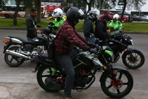 PNP realiza operativo contra servicio de taxi en moto