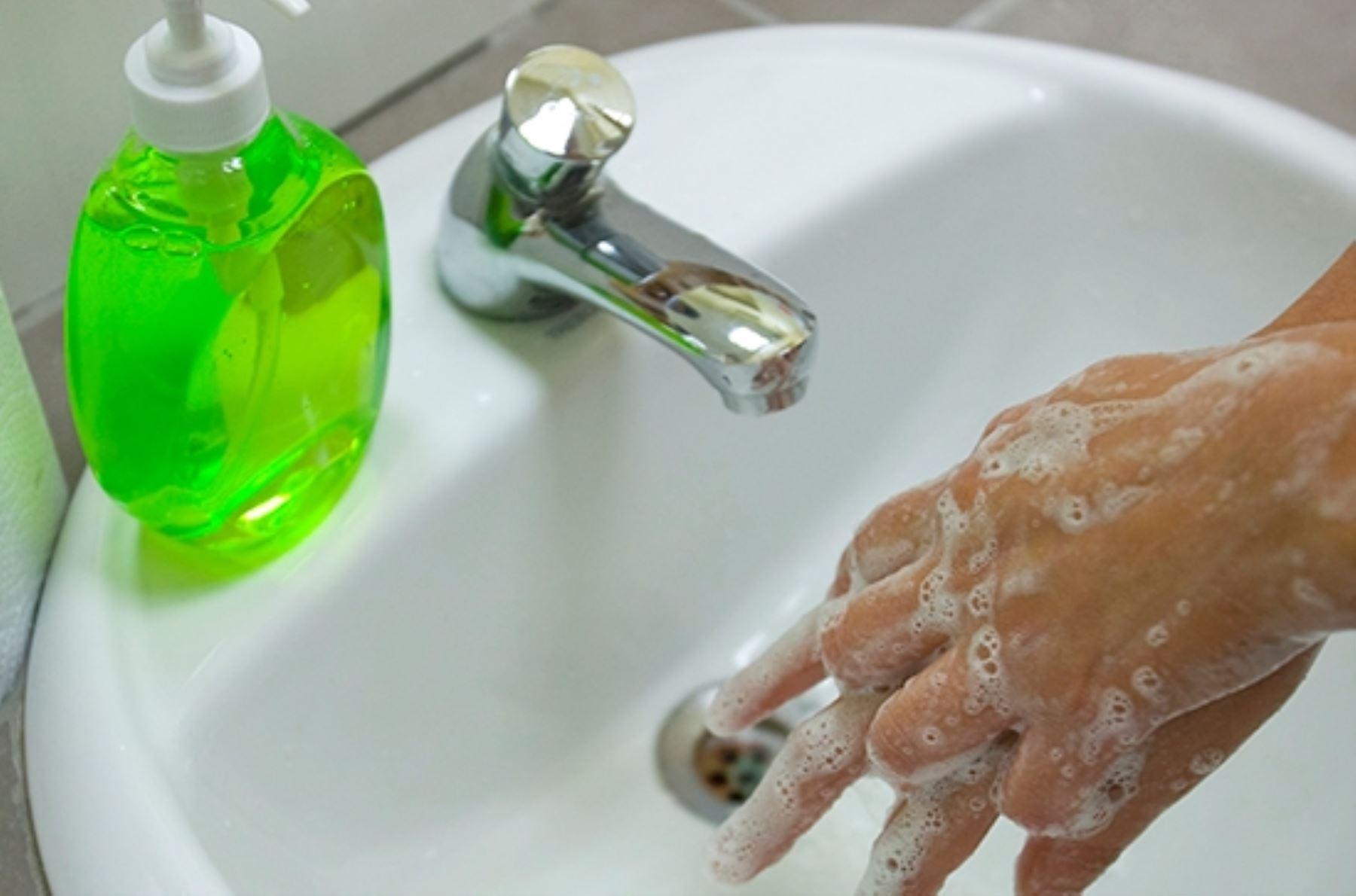 El lavado de manos es la principal medida de prevención ante un posible contagio. Foto: ANDINA/difusión.