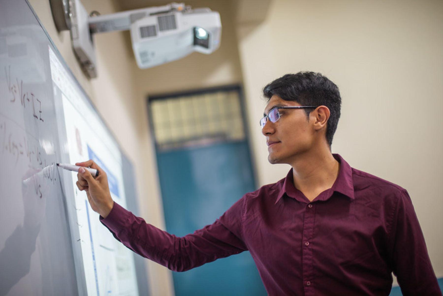Joven talento de 23 años está próximo a terminar sus estudios de Ingeniería Mecánica Eléctrica en la Universidad Nacional de Ingeniería (UNI). Foto: Pronabec