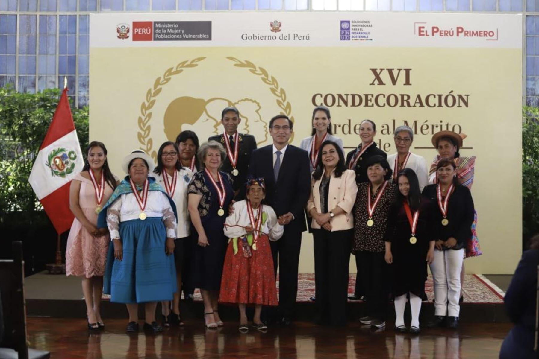 Presidente Vizcarra otorga condecoración a mujeres destacadas de 2019. Foto: ANDINA/ Prensa Presidencia