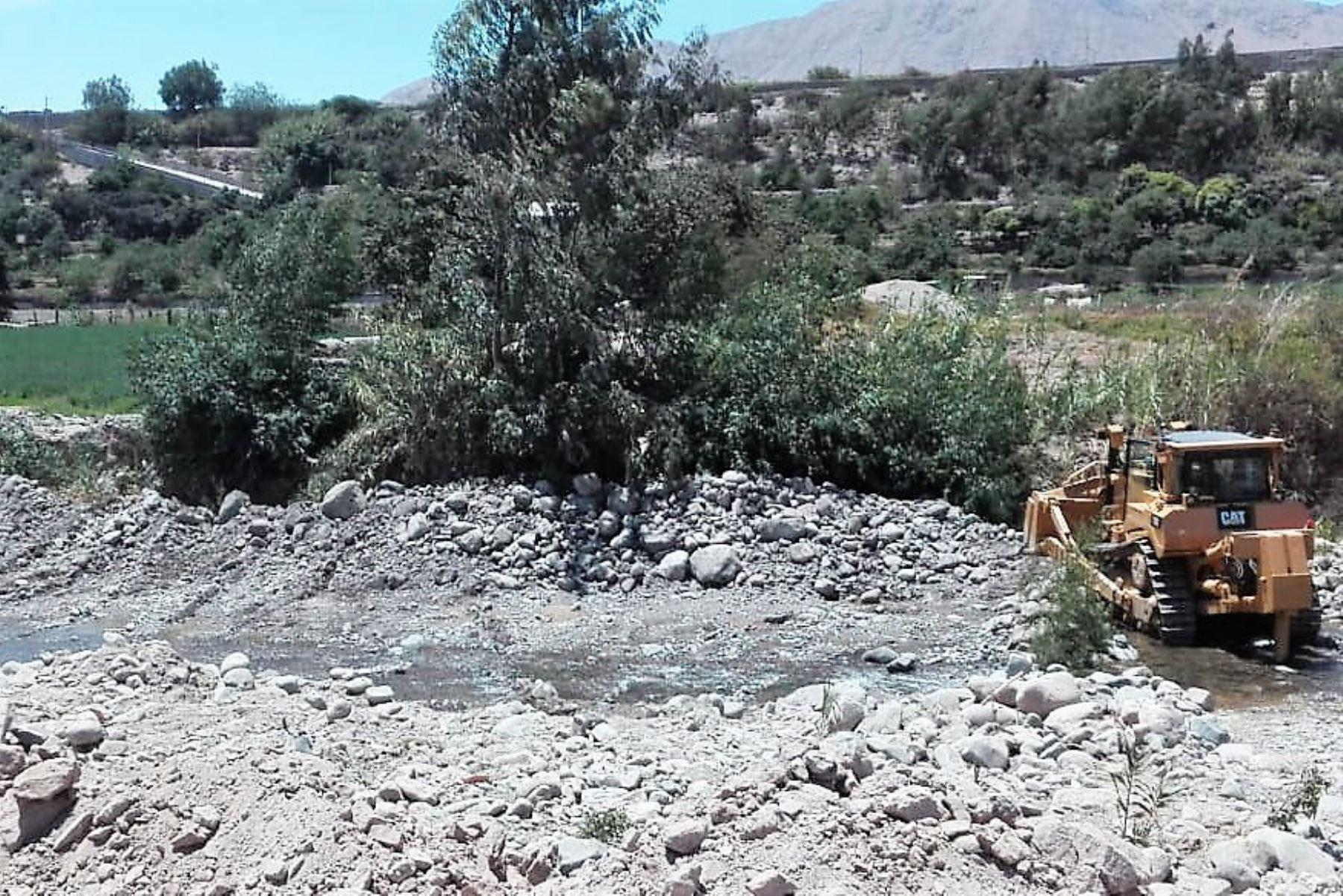 Moquegua: avanzan trabajos de descolmatación del río Tumilaca - Agencia Andina
