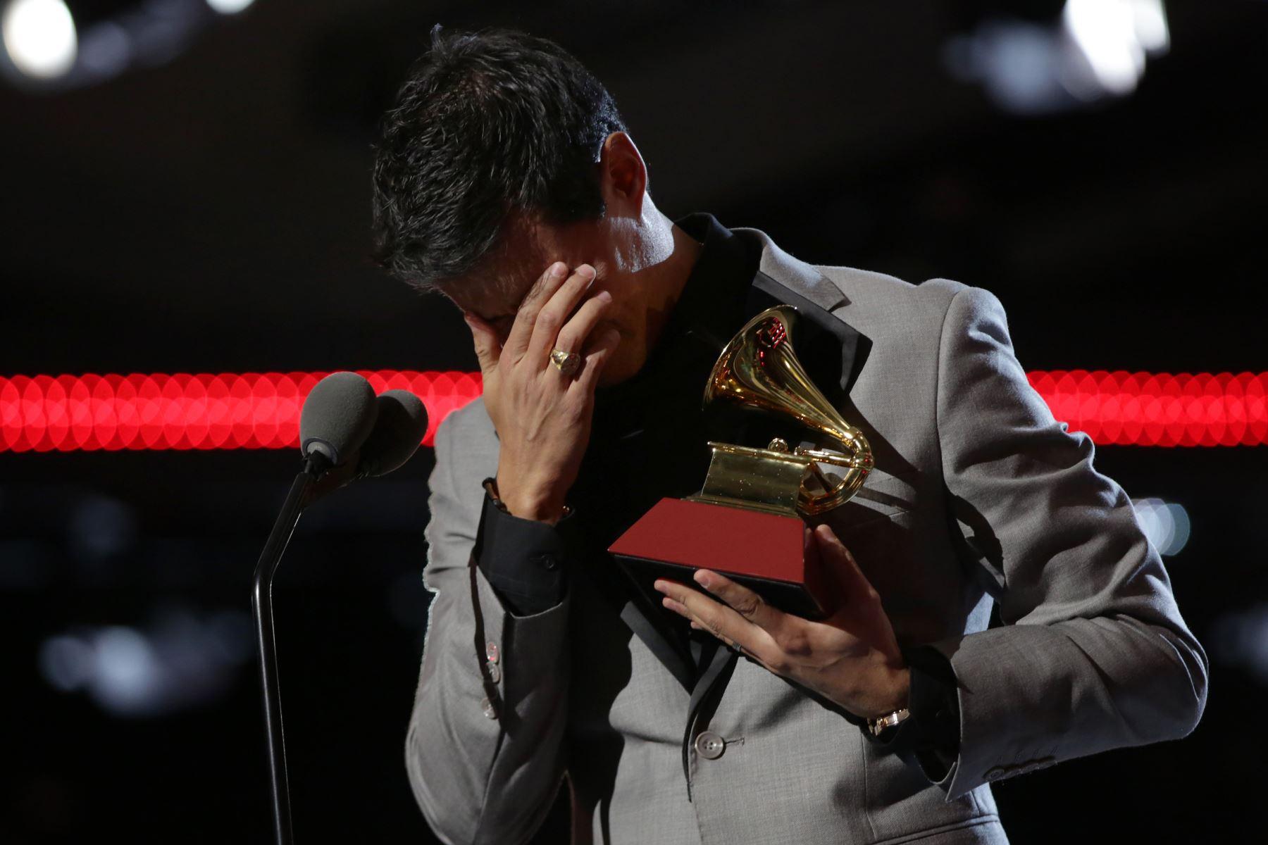 Tony Succar recibió el  premio para el Mejor Álbum de Salsa y Productor del Año en el escenario en la Ceremonia de estreno durante la 20a entrega anual de los Premios GRAMMY Latinos en el MGM Grand Garden Arena el 14 de noviembre de 2019.Foto: AFP