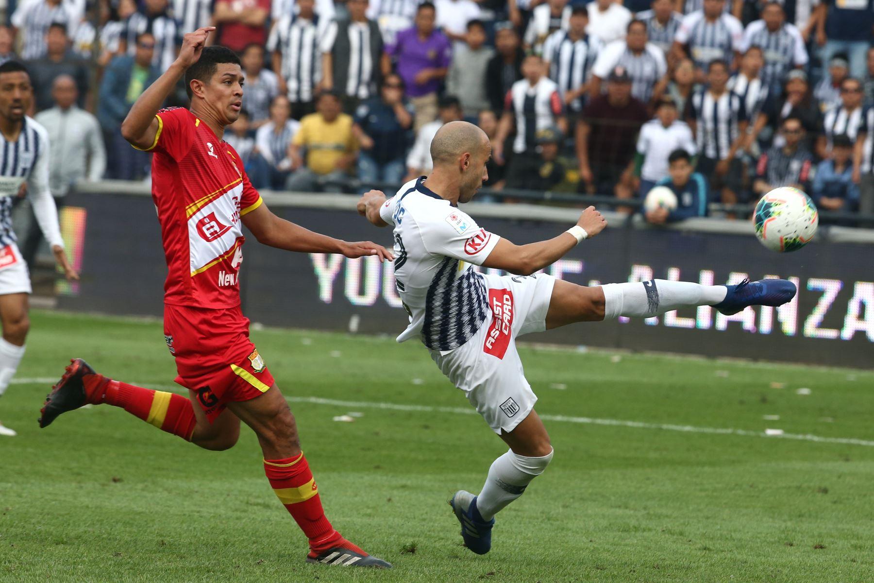 Federico Rodriguez celebra el gol de Alianza Lima ante  Sport Huancayo por la fecha 16 del Torneo Clausura de la Liga 1en el estadio Alejandro Villanueva de La Victoria. Foto: ANDINA/Vidal Tarqui