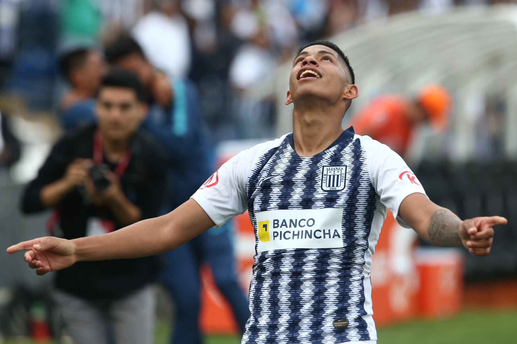 Kevin Quevedo celebra el gol de Alianza Lima ante  Sport Huancayo por la fecha 16 del Torneo Clausura de la Liga 1en el estadio Alejandro Villanueva de La Victoria. Foto: ANDINA/Vidal Tarqui
