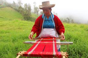 Tejidos en qallwa de la provincia de San Miguel (Cajamarca) ya son Patrimonio Cultural de la Nación. Foto: Twitter Expotextilesnews