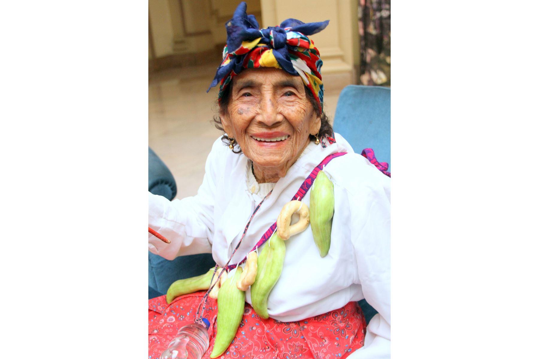 María Ángela Vela de Gonzales (99), usuaria del programa Pensión 65 del Midis, recibió la condecoración Orden al Mérito de la Mujer 2019. Foto: Cortesía Pensión 65