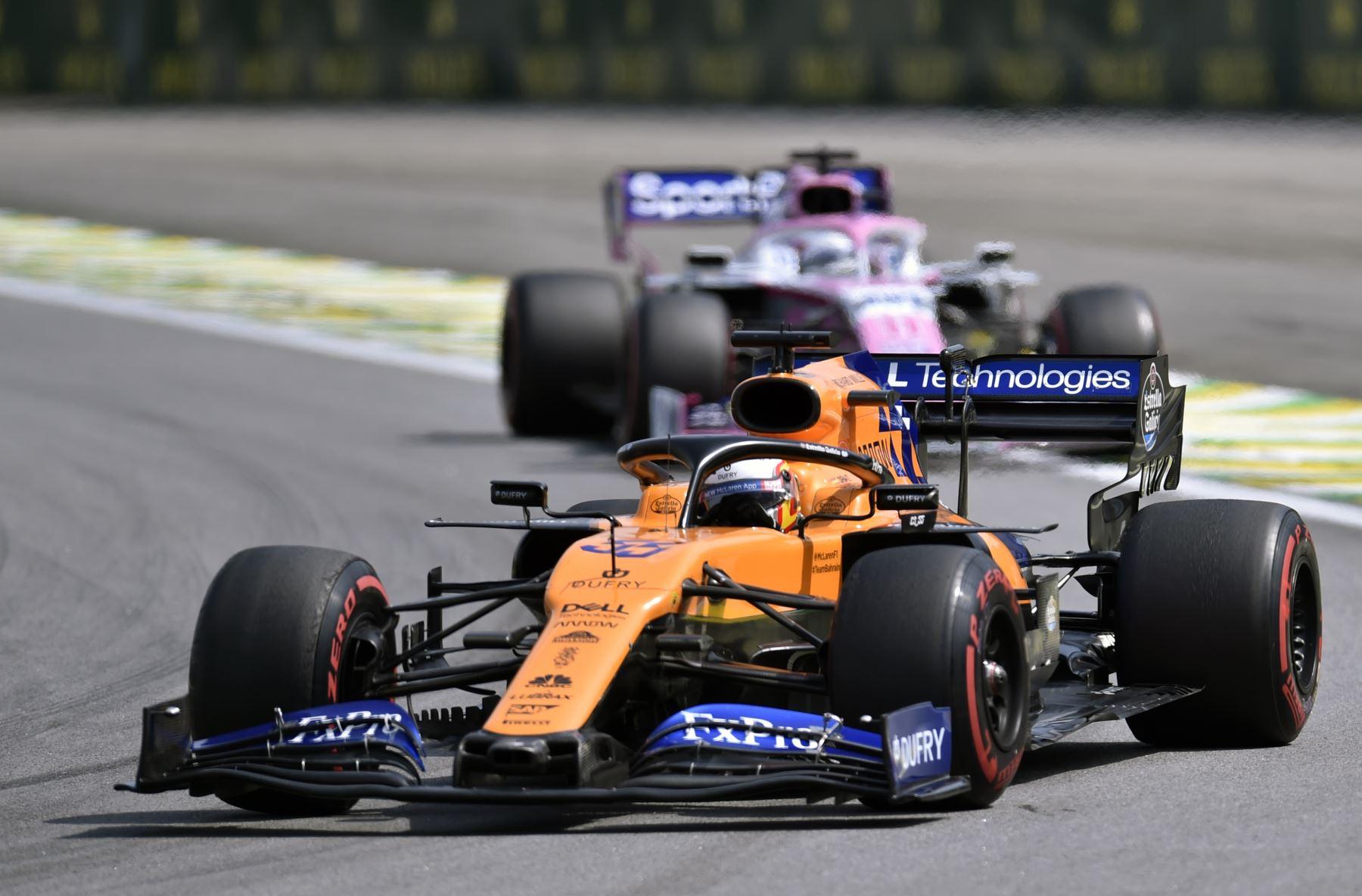 El piloto español de McLaren, Carlos Sainz Jr, impulsa su automóvil durante el Gran Premio de F1 de Brasil, en el hipódromo de Interlagos en Sao Paulo, Brasil. Foto: AFP