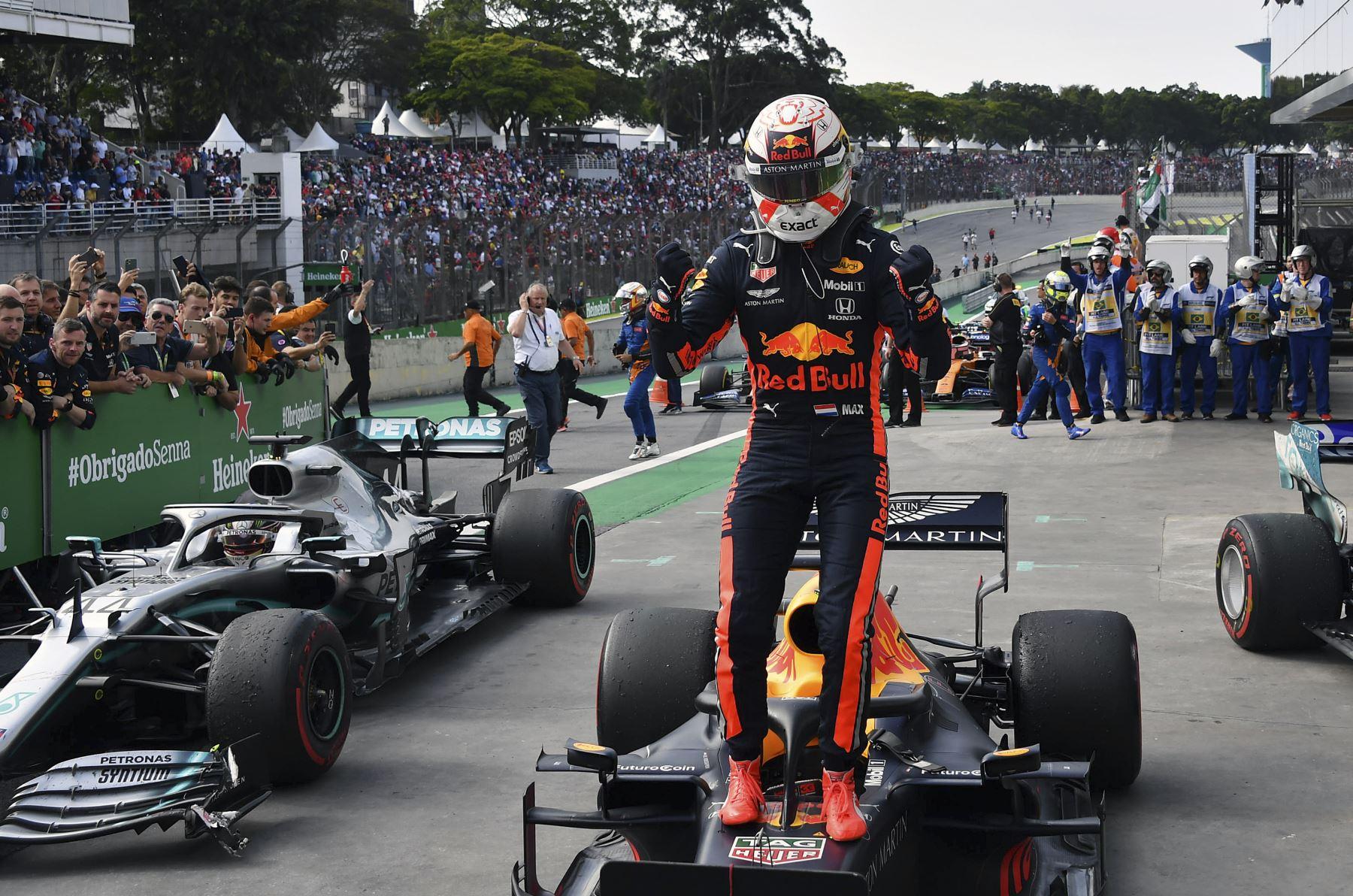 El piloto holandés de Red Bull, Max Verstappen, celebra tras ganar el Gran Premio de F1 Brasil, en el hipódromo de Interlagos en Sao Paulo. Foto: AFP