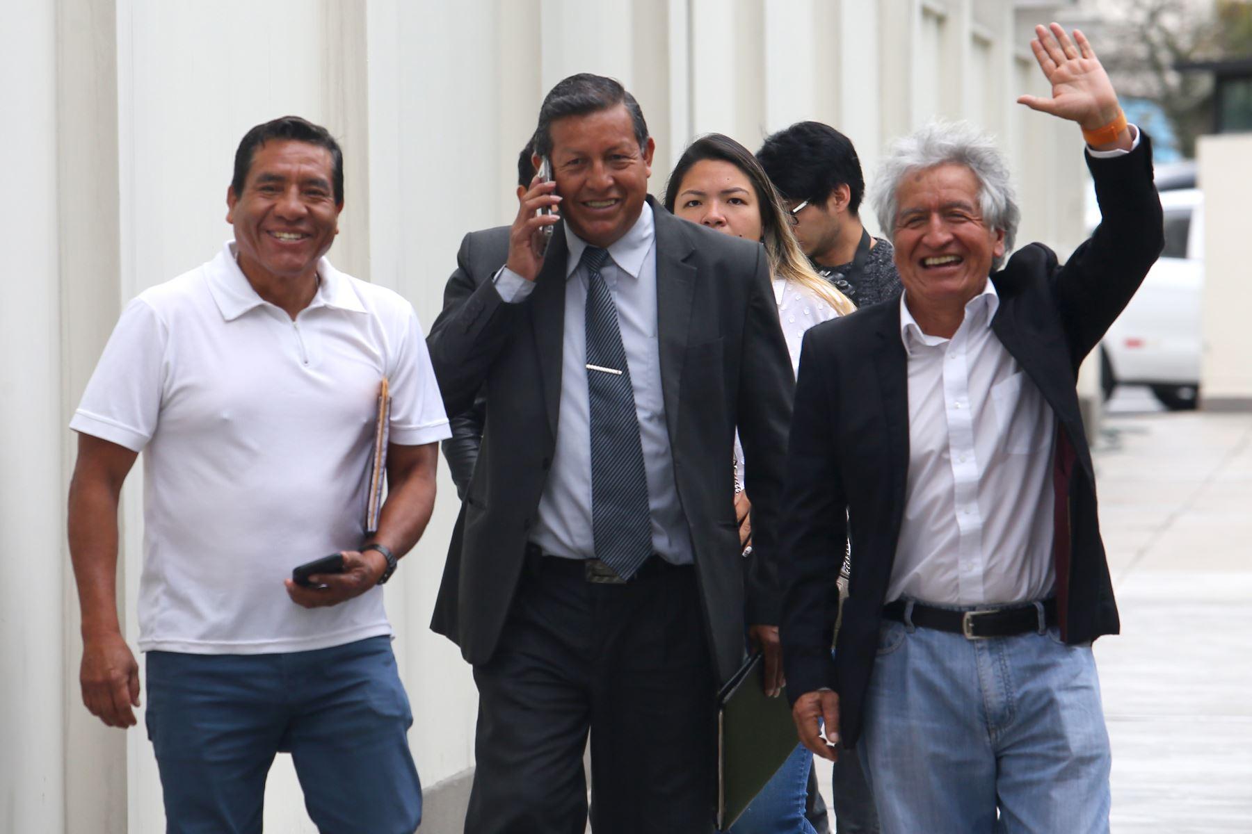 Virgilio Acuña de la agrupación política Unión por el Perú inscribió su lista de candidatos al Congreso para las próximas elecciones de enero del 2020 . Foto: Héctor Vinces