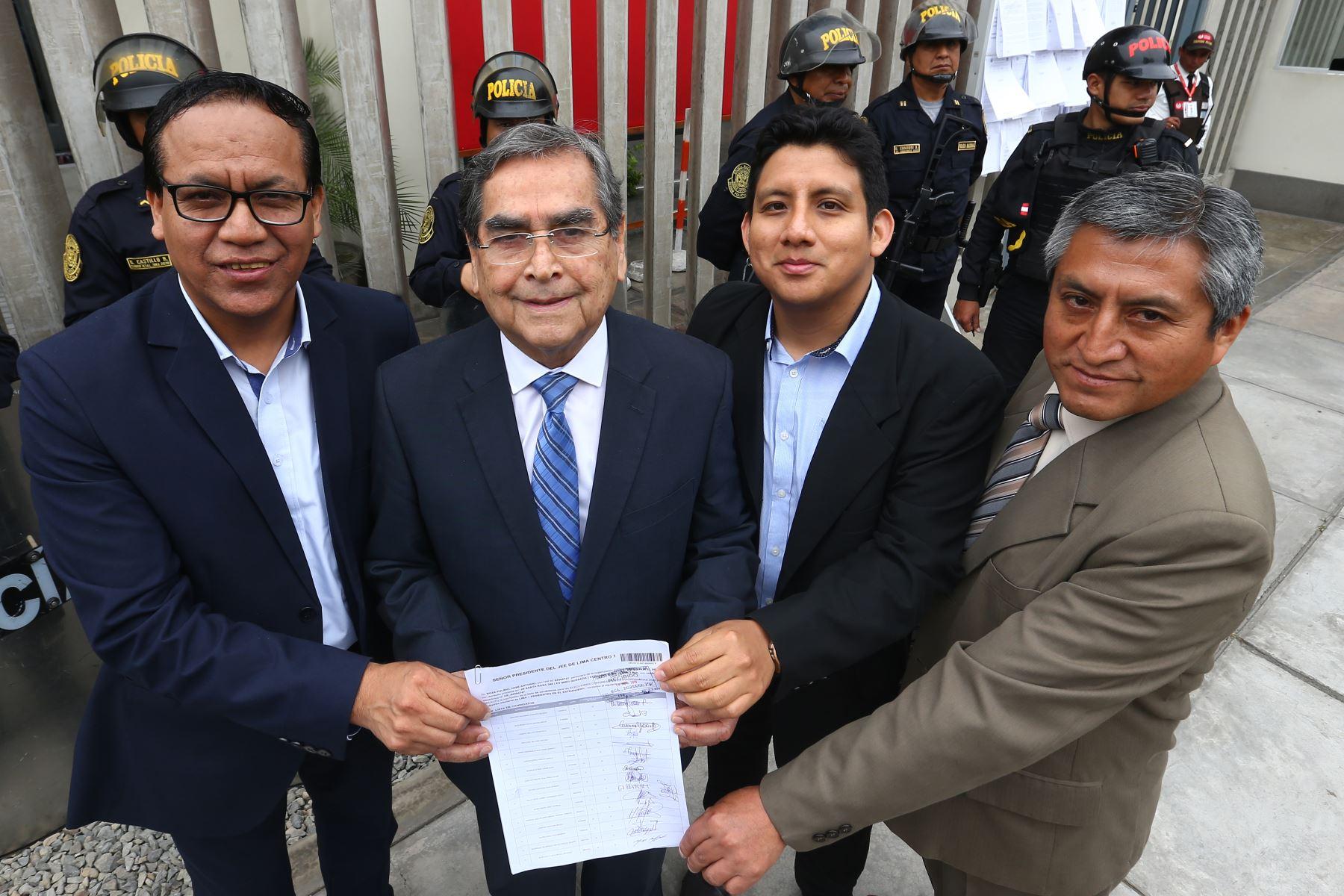 Oscar Ugarteche de la agrupación política Juntos por el Perú inscribió su lista de candidatos al Congreso para las próximas elecciones de enero del 2020 . Foto: Héctor Vinces