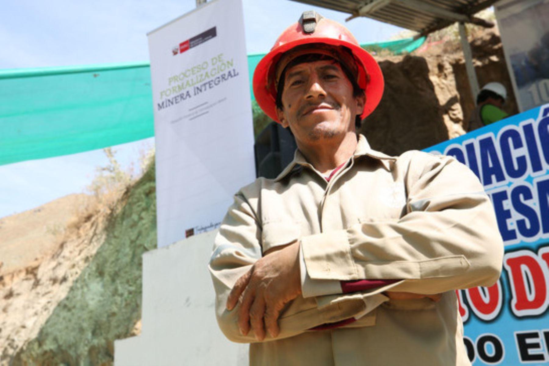 El Minem busca que los pequeños productores mineros puedan alcanzar mejores condiciones de producción y tener acceso a seguridad jurídica, asistencia técnica. Foto: ANDINA/Difusión