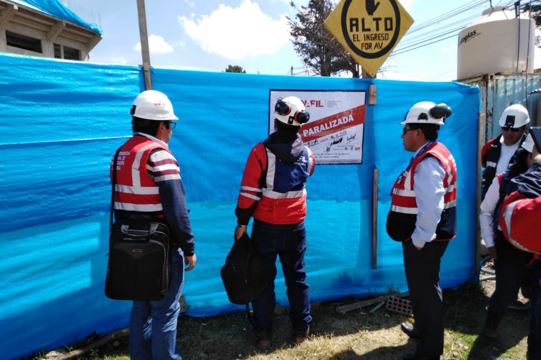 Inspectores de Sunafil paralizaron las obras del coliseo cubierto de Puno por representar un riesgo para los trabajadores.