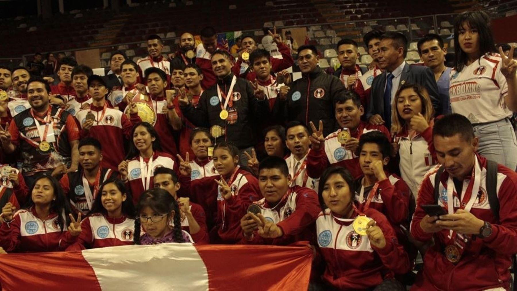 Perú se proclama campeón sudamericano de kickboxing