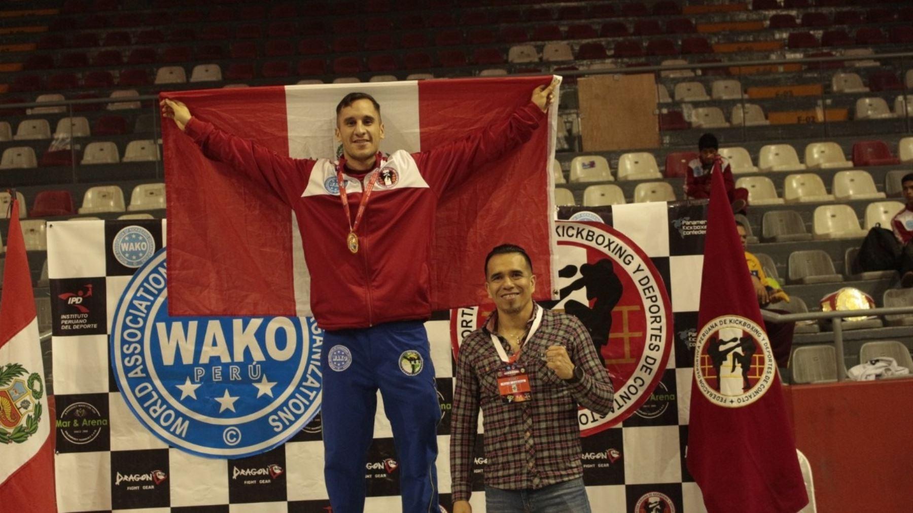 Miguel Sarria es el entrenador de la selección nacional de kickboxing