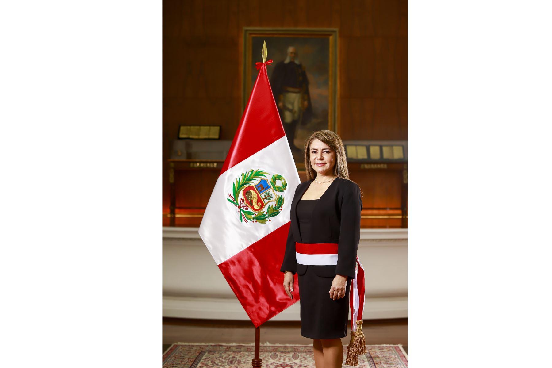 Presidente Martín Vizcarra toma juramento a Elizabeth Hinostroza Pereyra como ministra de Salud. Foto: ANDINA/Prensa Presidencia
