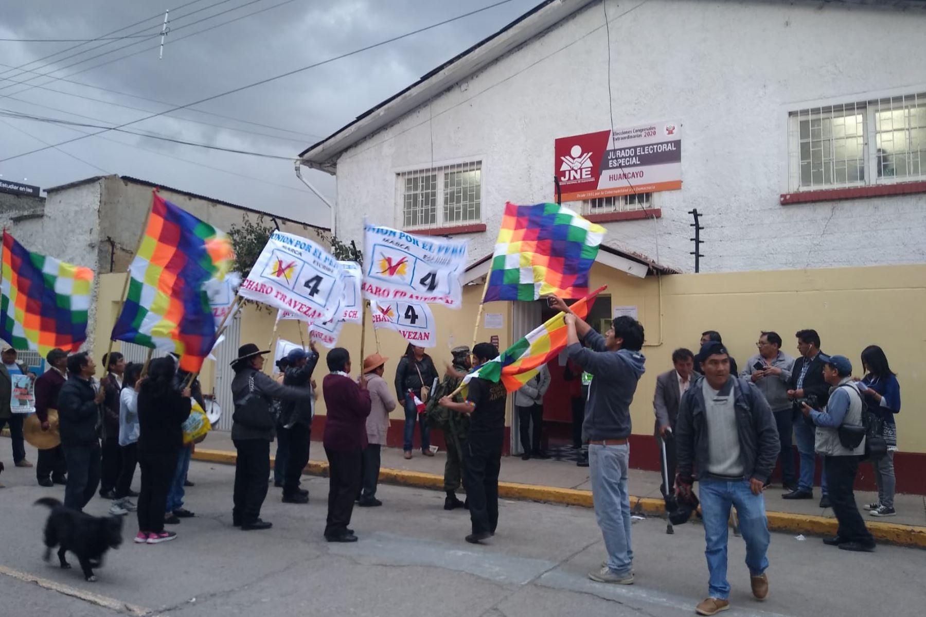 Huancayo: inscriben dos listas de postulantes al Congreso por un mismo partido - Agencia Andina