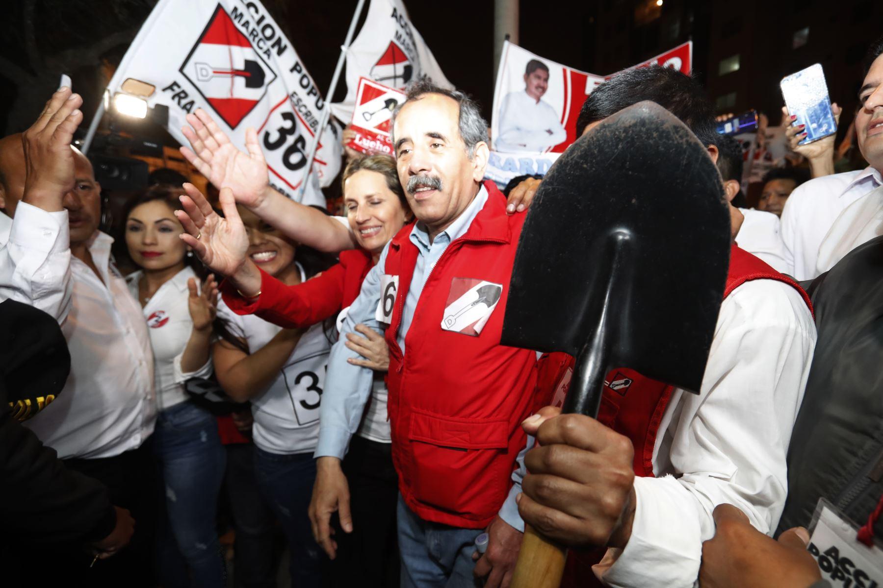 Partidarios de la agrupación política Acción Popular inscribieron la lista de candidatos al Congreso para las próximas elecciones de enero del 2020 .  Foto: ANDINA/Renato Pajuelo