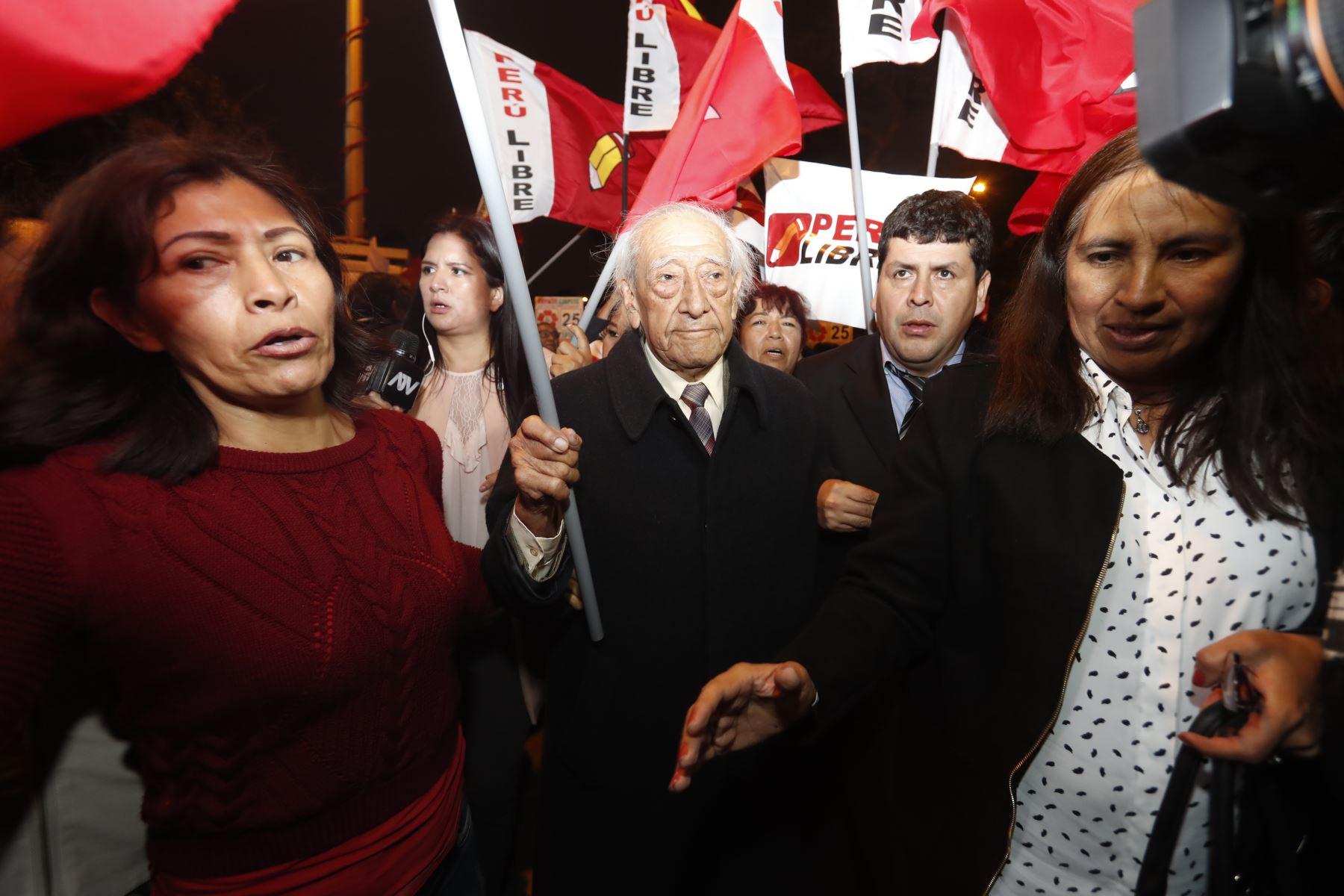 Isaac Humala de la agrupación política Perú Libre llega al Jurado Nacional de Elecciones para  inscribir la lista de candidatos al Congreso que participarán en las próximas elecciones de enero del 2020 .  Foto: ANDINA/Renato Pajuelo