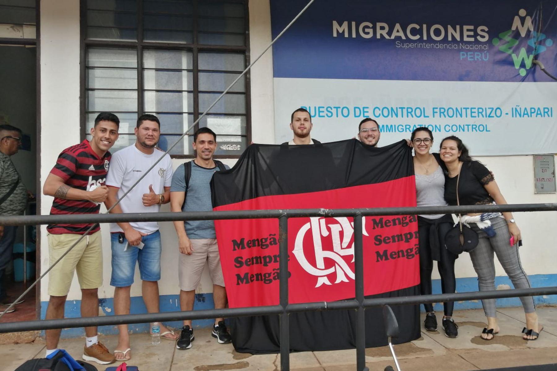 Alrededor de 100 hinchas del Flamengo de Brasil cruzaron la frontera en Madre de Dios para asistir a la final de la Copa Libertadores que se jugará en Lima.