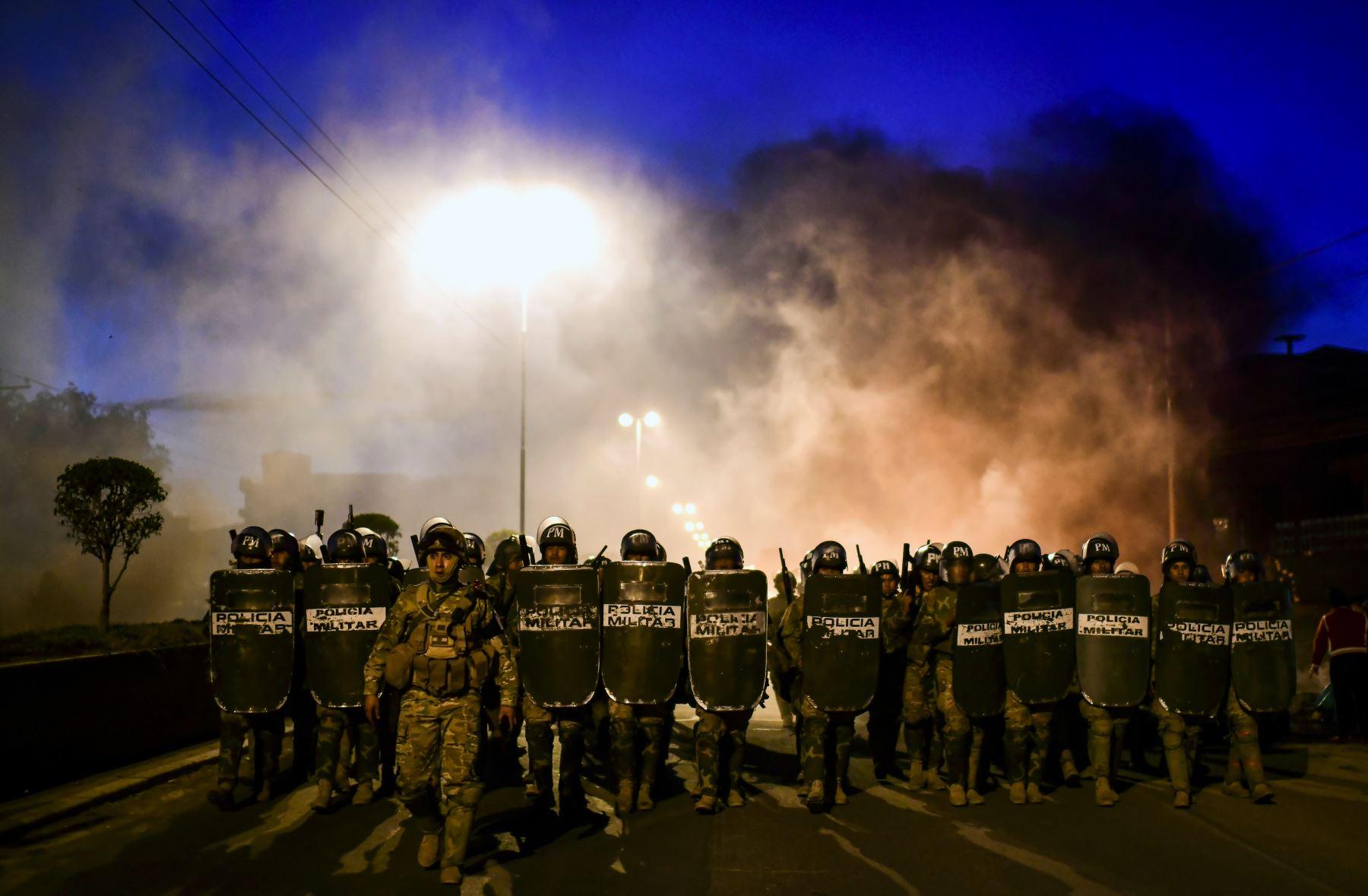 Partidarios del ex presidente boliviano Evo Morales bloquean una carretera en las afueras de Sacaba, provincia de Chapare, Cochabamba. Foto: AFP