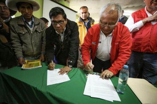 Presidente de la PCM , Vicente Zeballos participa de reunión  con dirigentes de 13 comunidades del área de influencia de  minera Antapaccay