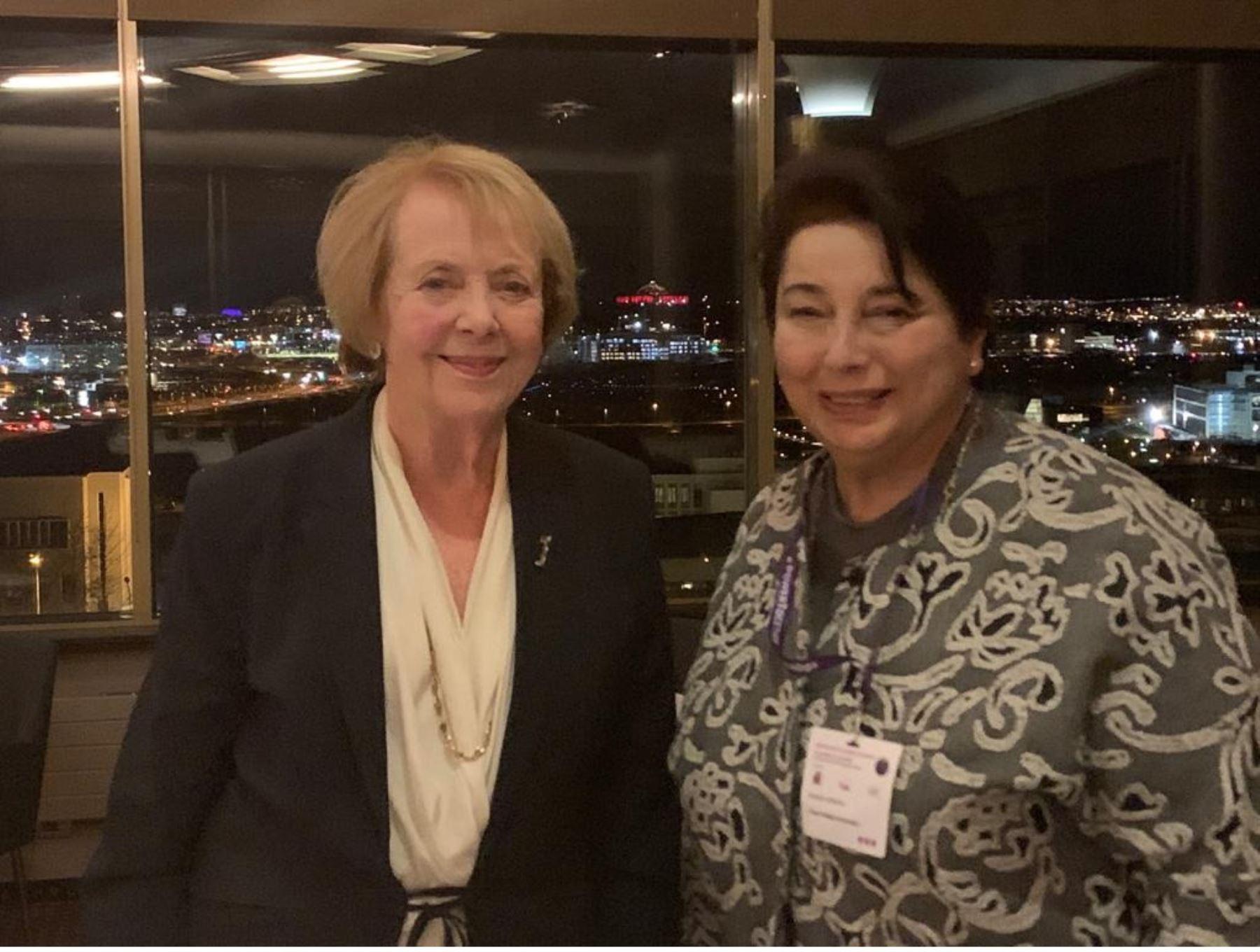 Beatriz Merino se reune con Vigdis Finnbogadottir expresidenta de Islandia .