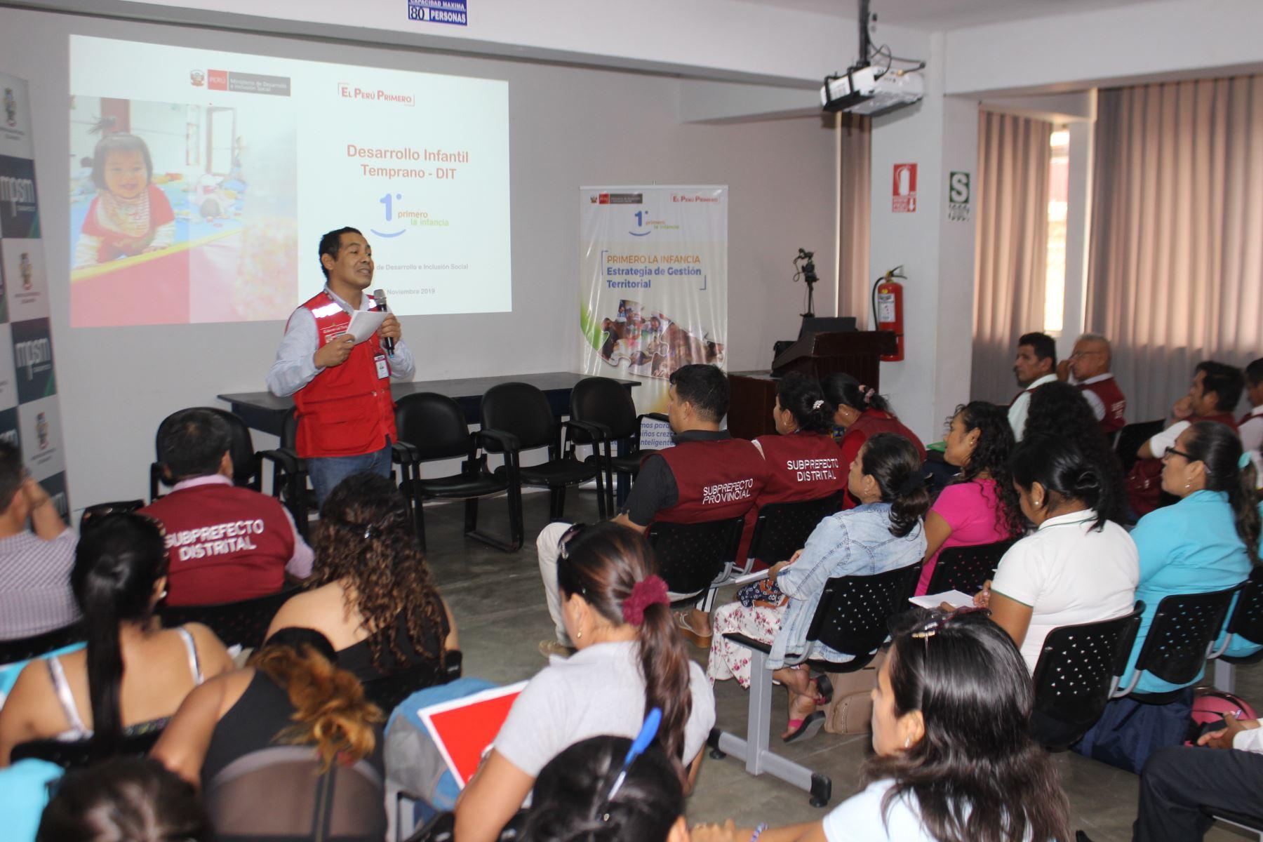 Capacitan a autoridades de la provincia y región San Martín sobre la estrategia Primero la Infancia.